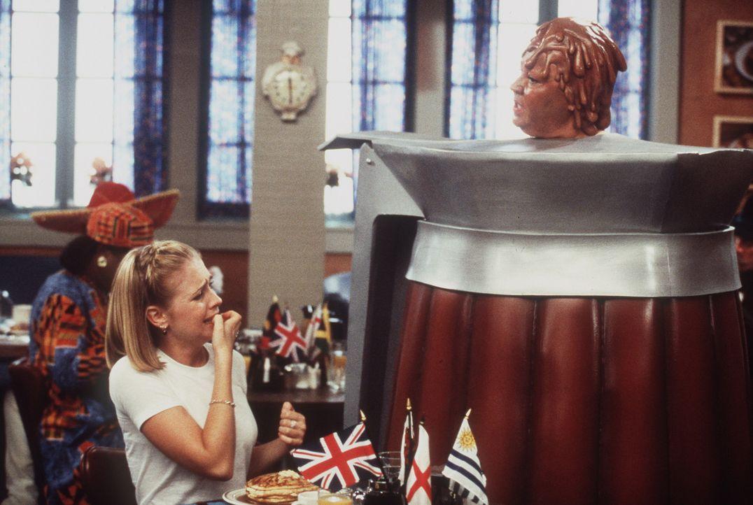 Sabrinas (Melissa Joan Hart, l.) Sucht nach Pfannenkuchen zieht die merkwürdigsten Ereignisse nach sich. - Bildquelle: Paramount Pictures