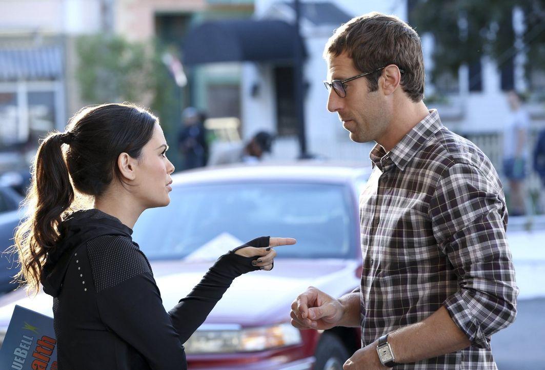 Nach ewigem hin und her entscheiden sich Zoe (Rachel Bilson, l.) und Joel (Josh Cooke, r.) für ein Haus, doch ihnen ist klar, dass die Finanzierung... - Bildquelle: Warner Brothers