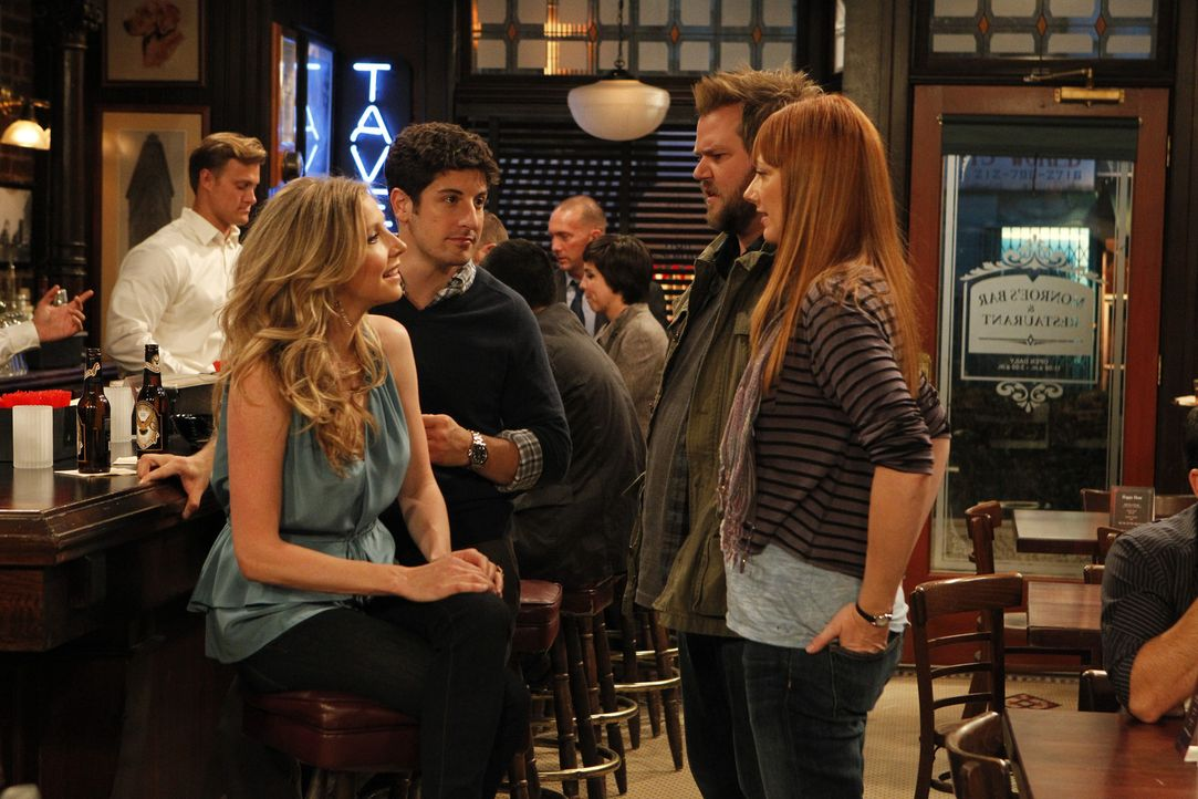 Irgendwo in New York: Ben (Jason Biggs, 2.v.r.) und Kate (Sarah Chalke, l.) haben sich Hals über Kopf ineinander verliebt und schwören sich schon... - Bildquelle: CPT Holdings, Inc. All Rights Reserved.