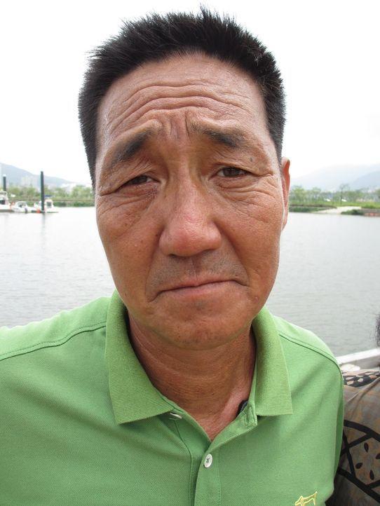 Reporter Marcel Theroux reist nach Südkorea, um über einen Skandal, der immer erschreckendere Ausmaße annimmt, zu berichten: moderne Sklaverei in Sü... - Bildquelle: Quicksilver Media