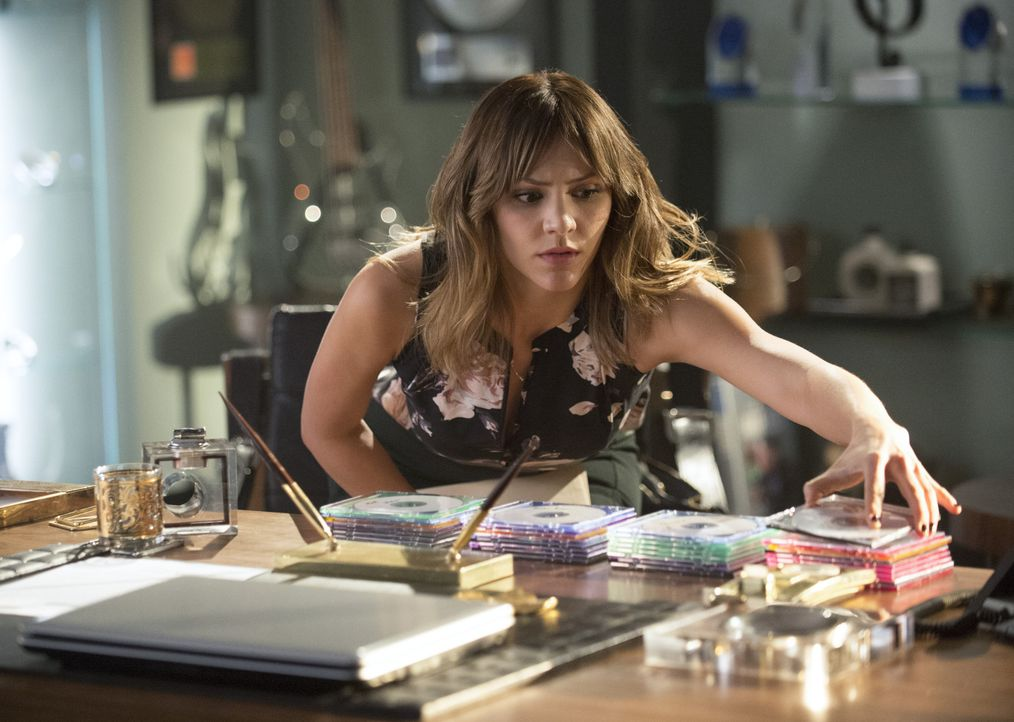 Wagt sich Paige (Katharine McPhee) einen Schritt zu weit? - Bildquelle: Neil Jacobs 2014 CBS Broadcasting, Inc. All Rights Reserved