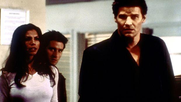Cordelia (Charisma Carpenter, l.) und Doyle (Glenn Quinn, M.) kommen aus dem...