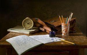 Schreibtisch_Arbeitsmaterialien