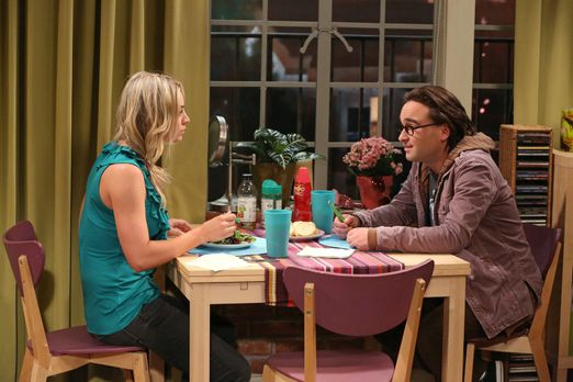 The Big Bang Theory - Penny (Kaley Cuoco, l.) und Leonard (Johnny Galecki, r....