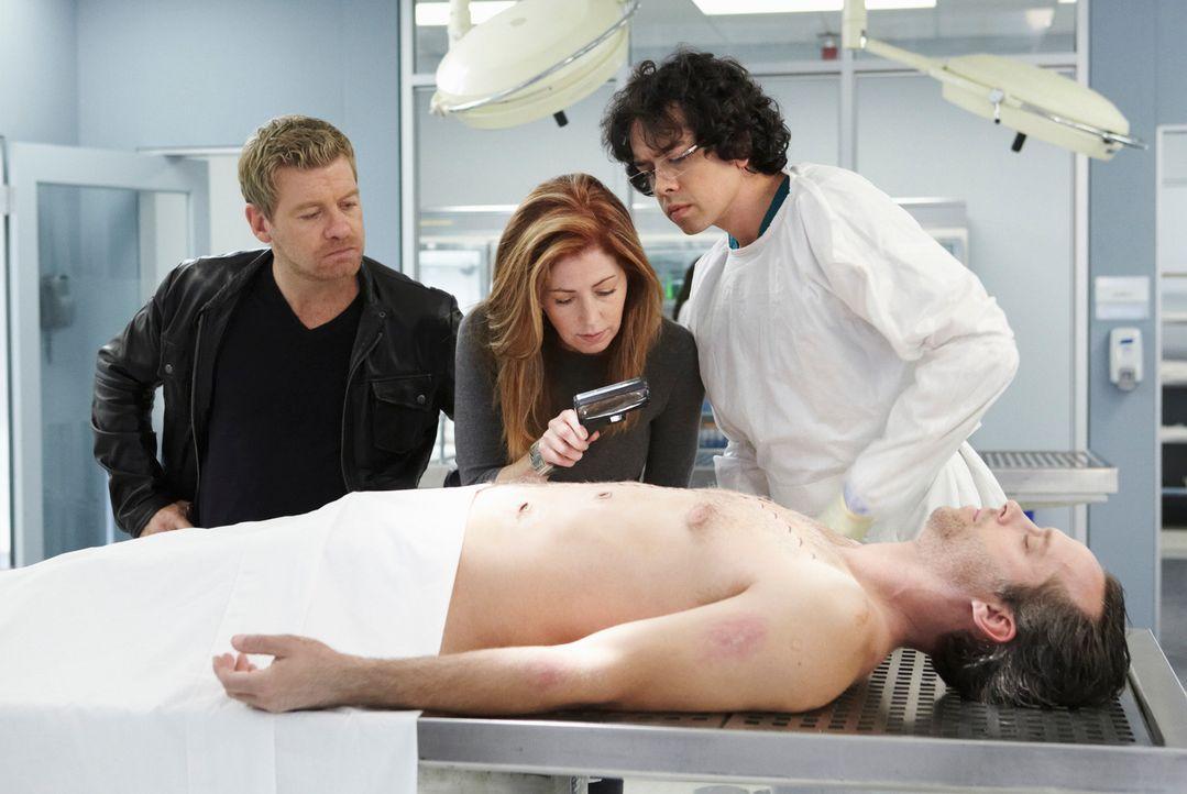 Hoffen, an der Leiche Spuren des Täters zu finden: Megan (Dana Delany, M.), Peter (Nicholas Bishop, l.) und Ethan (Geoffrey Arend, r.) ... - Bildquelle: ABC Studios