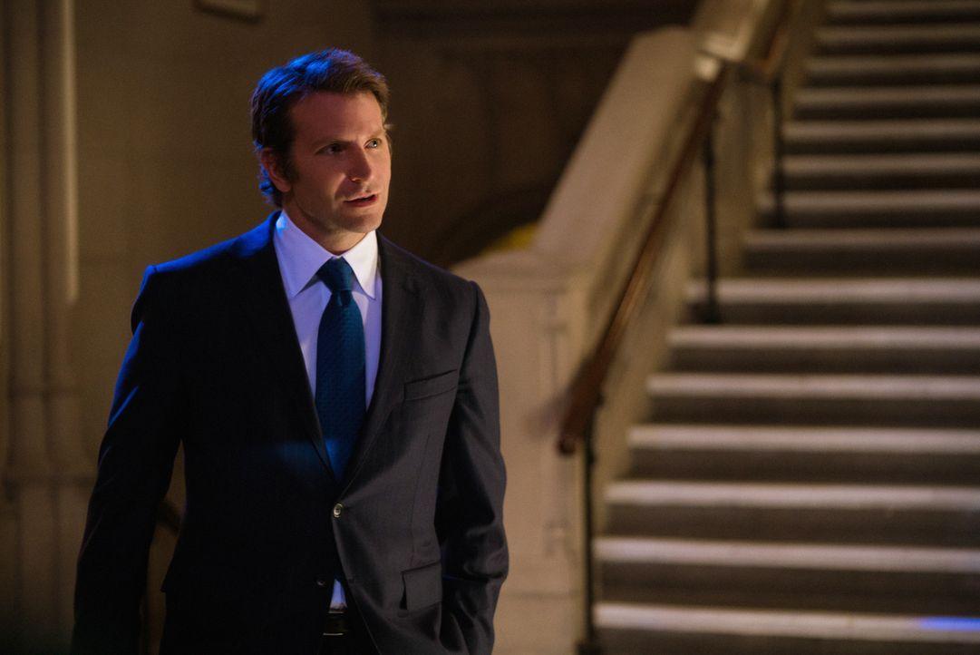 Durch Morras (Bradley Cooper) Auftauchen, kommt Brians Doppelleben ans Licht ... - Bildquelle: Michael Parmelee 2016 CBS Broadcasting, Inc. All Rights Reserved