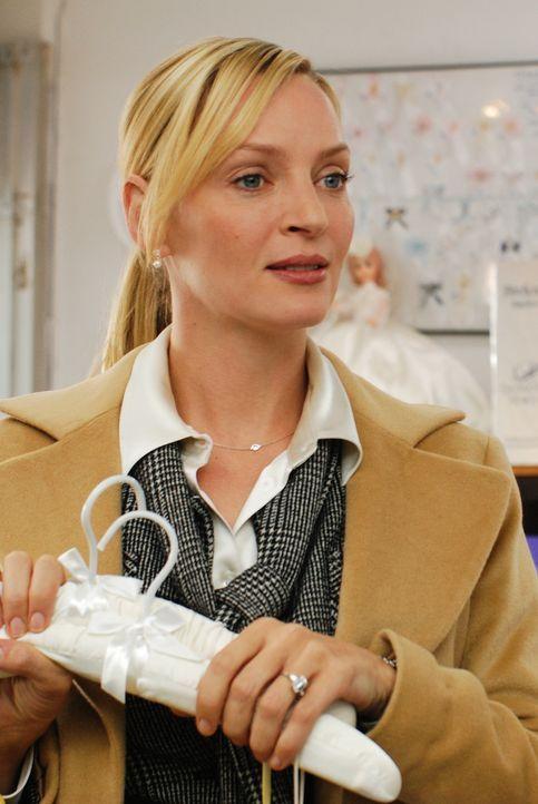 Dr. Emma Lloyd (Uma Thurman), erfolgreiche Beziehungsexpertin für Freunde des Rundfunks, wird bald mit ganz praktischen Konsequenzen für ihre sonst... - Bildquelle: 2008 Accidental Husband Intermediary, Inc. All Rights Reserved.