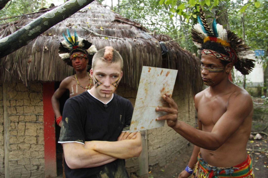 In Brasilien soll Maurice (M.) lernen, welche Rolle Arbeit im Leben spielt ... - Bildquelle: kabel eins