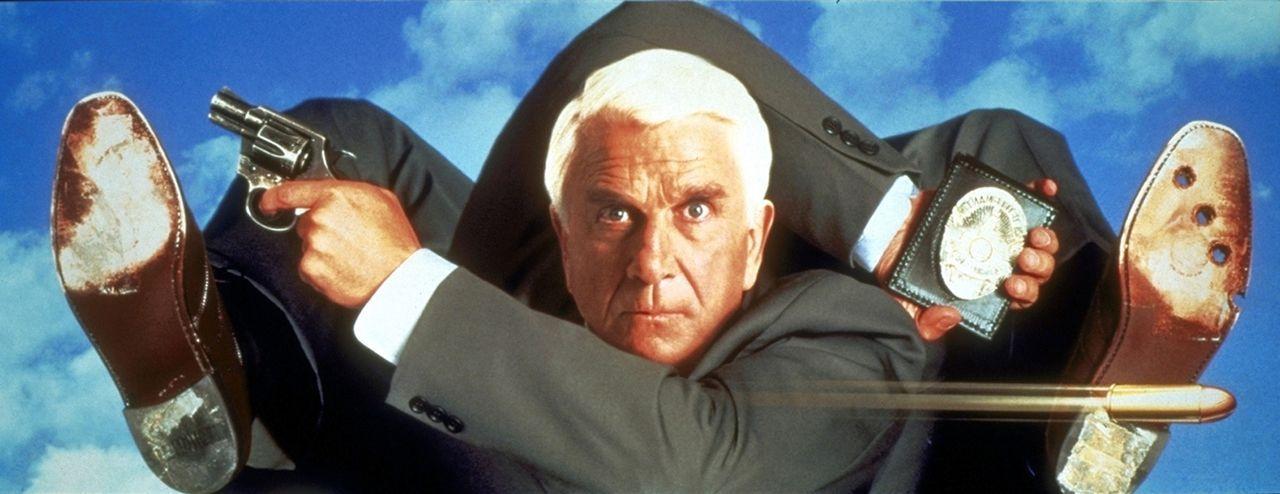 Für die unglaublichsten Einsätze lässt sich Frank Drebin (Leslie Nielsen) engagieren, nur um nicht das entsetzlich eintönige Leben eines Rentner... - Bildquelle: Paramount Pictures