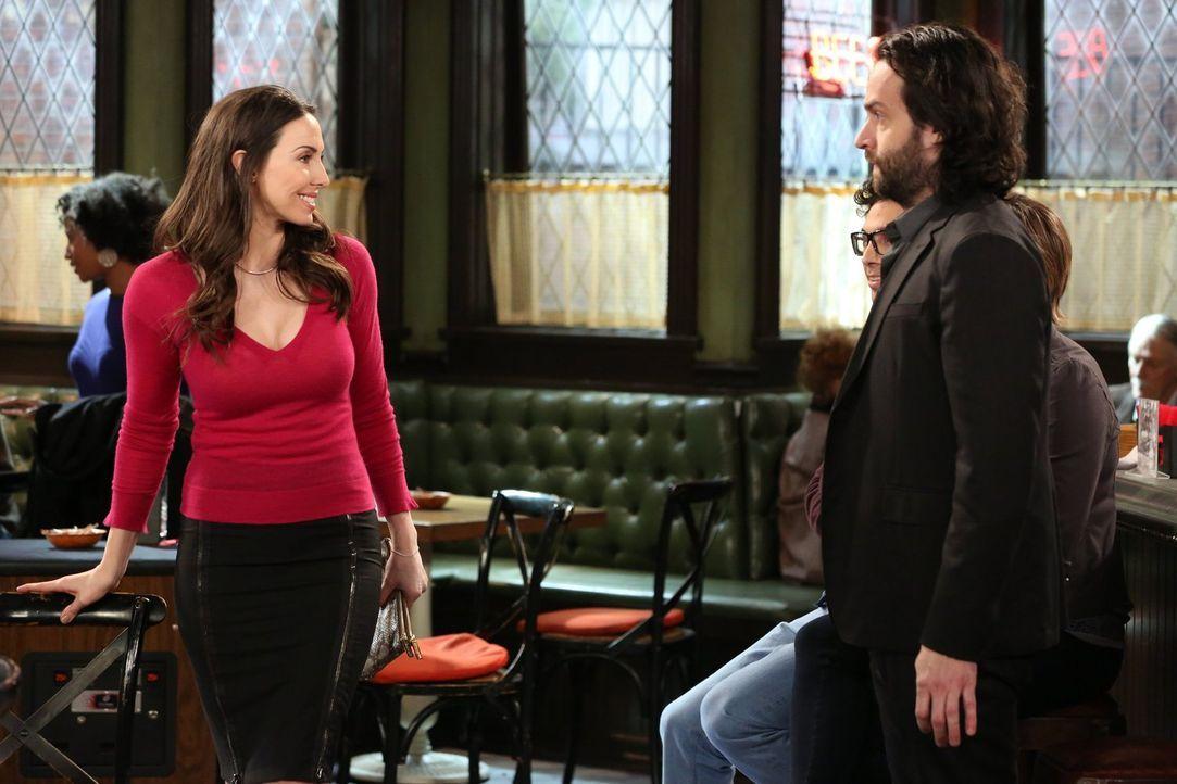 Bei einem Jungesellinnen-Abschied lernt Danny (Chris D'Elia, r.) Charlotte (Whitney Cummings, l.) kennen. Doch als er erfährt, dass sie einen Sohn h... - Bildquelle: Warner Brothers