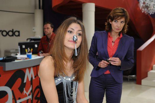 Was hat Jessica (Fiona Erdmann, M.) vor? - Bildquelle: SAT.1