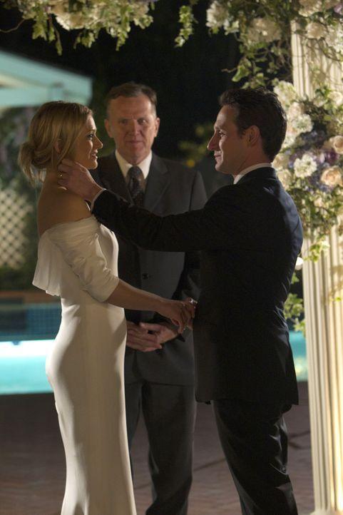 Geben sich das JA-Wort: Will (Josh Stewart, r.) und JJ (AJ Cook, l.) ... - Bildquelle: ABC Studios