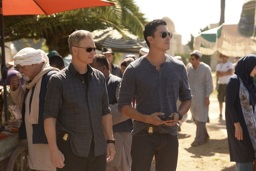 Jack (Gary Sinise, r.) und Matt (Daniel Henney, l.) reisen mit ihrem Team nach Kairo, um dort einem Giftgas-Mörder das Handwerk zu legen. Dieser hat... - Bildquelle: Darren Michaels 2015 American Broadcasting Companies, Inc. All rights reserved.