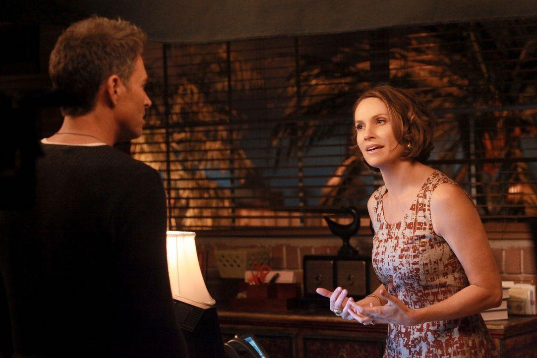Violet (Amy Brenneman, r.) und Pete (Tim Daly, l.) fällt es nicht leicht, ihr Leben nach der Trennung zu meistern. Vor allem als Pete Zeuge wird, w... - Bildquelle: ABC Studios