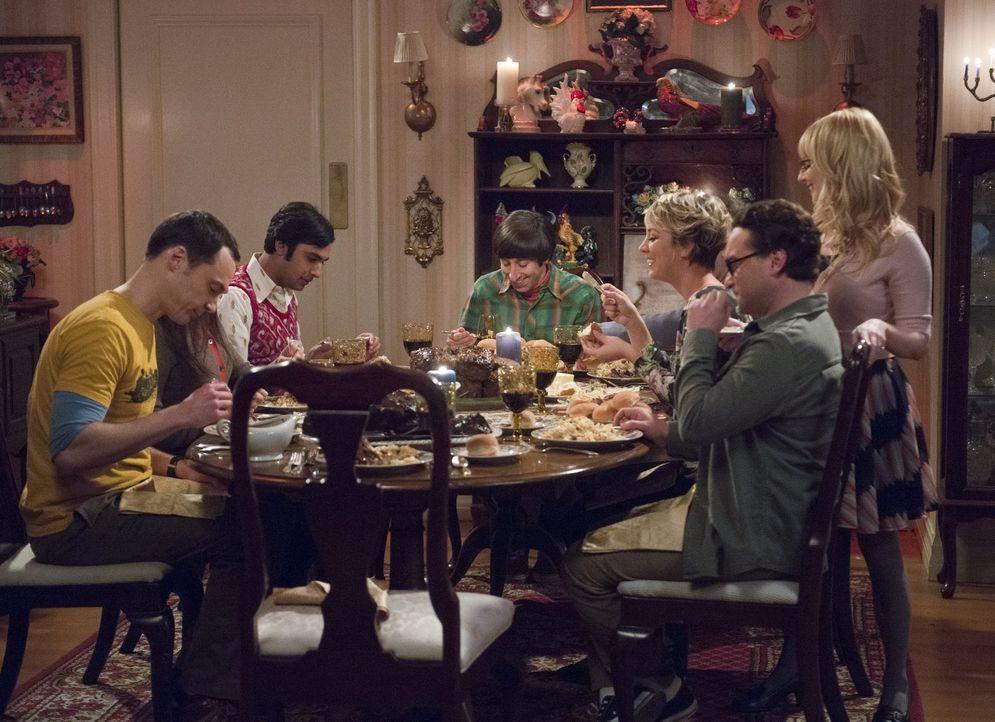 Ein Stromausfall im Haus von Mrs. Wolowitz führt dazu, dass die Freunde ein letztes Familienessen zu ihren Ehren veranstalten: Bernadette (Melissa R... - Bildquelle: Warner Bros. Television
