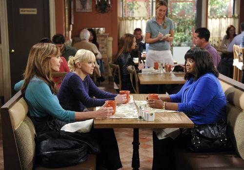 Mom - Regina (Octavia Spencer, r.) vertraut Bonnie (Allison Janney, l.) und C...