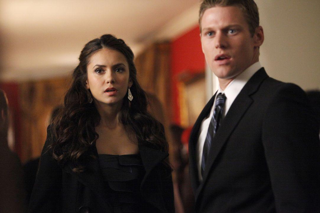 Gehen gemeinsam zur Homecoming-Party, die in Tylers Haus stattfindet: Matt Donovan (Zach Roerig, r.) und Elena Gilbert (Nina Dobrev, l.) - Bildquelle: Warner Bros. Television