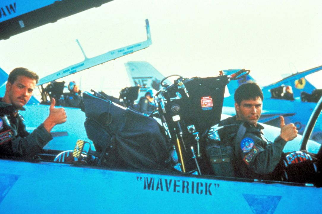 Zwei echte Freunde, die weder Tod noch Teufel fürchten - Maverick (Tom Cruise, r.) und sein Co-Pilot Goose (Anthony Edwards, l.) an Bord ihrer F14 T... - Bildquelle: PARAMOUNT PICTURES CORPORATION