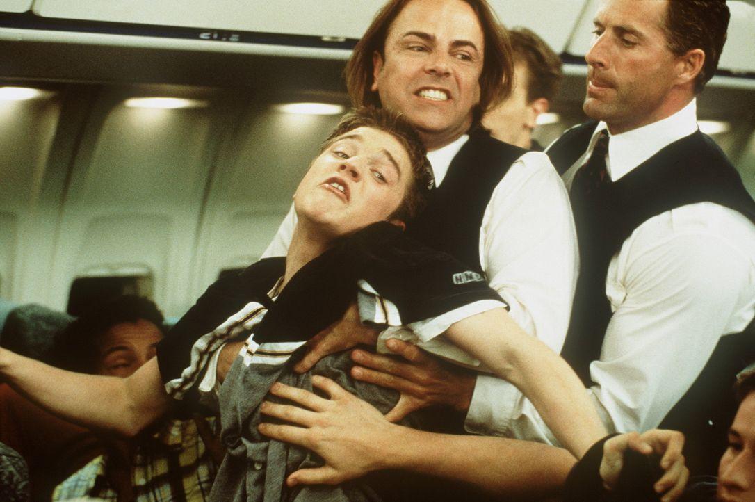 Weil ihn seine Vorahnung, dass das Flugzeug, mit dem er und seine Freunde verreisen wollen, abstürzen wird, immer stärker beherrscht, warnt Alex B... - Bildquelle: New Line Cinema