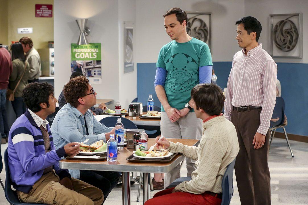 (v.l.n.r.) Raj (Kunal Nayyar); Leonard (Johnny Galecki); Sheldon (Jim Parsons); Howard (Simon Helberg); Tam Nguyen (Robert Wu) - Bildquelle: Warner Bros. Television