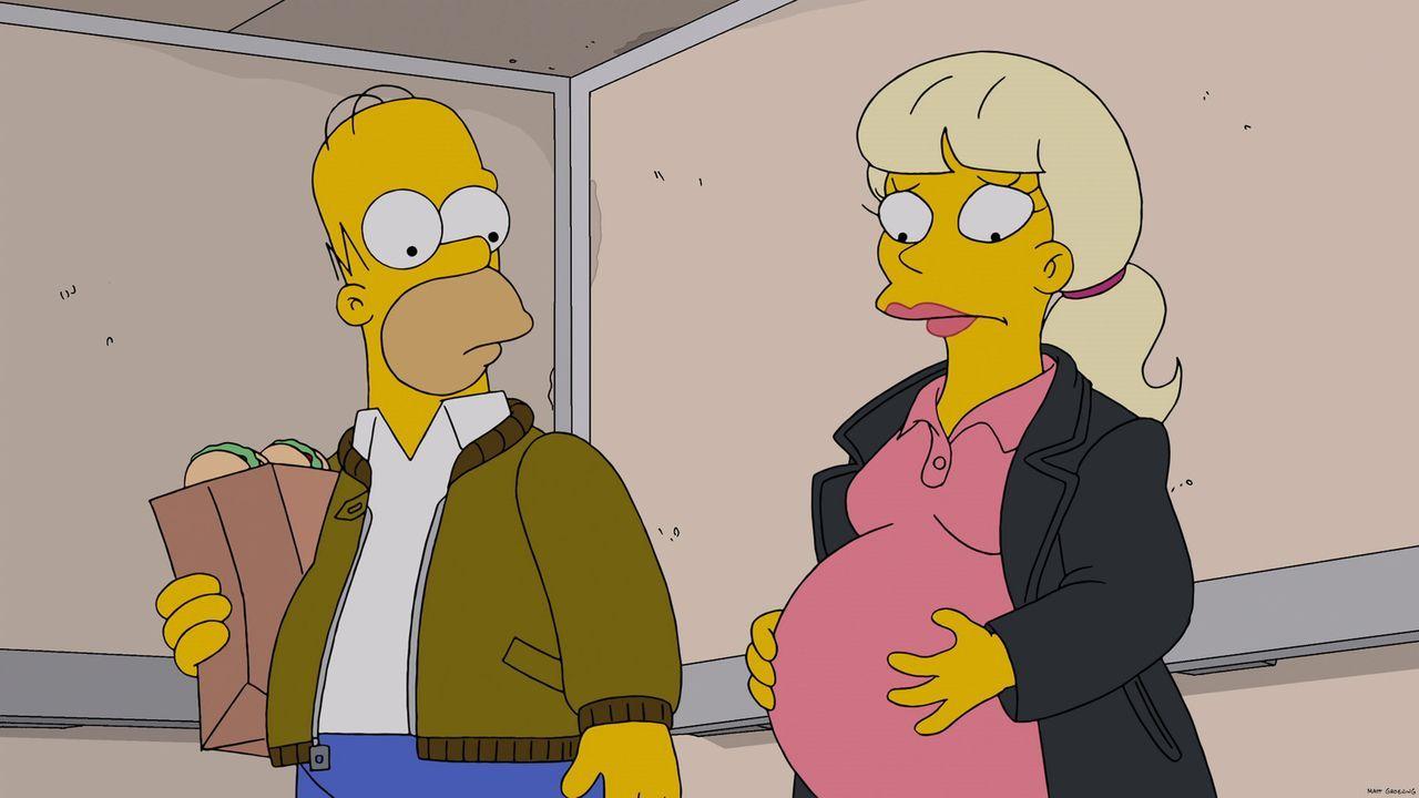 Homer (l.) gibt vor, lange arbeiten zu müssen, da er abends immer beim Pokerspielen mit seinen Kumpels ist. Als er eines Abends von einer Pokerrunde... - Bildquelle: 2013 Twentieth Century Fox Film Corporation. All rights reserved.