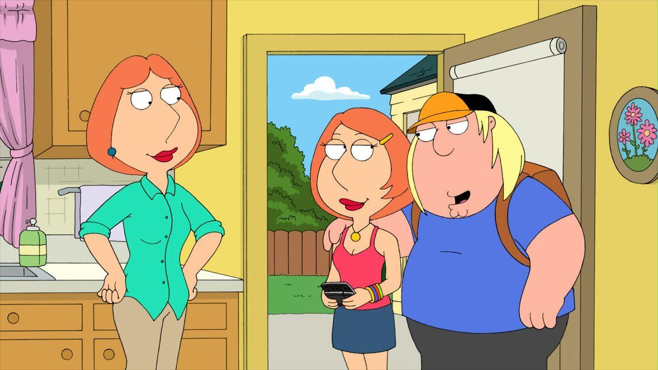 Lois (l.) ist ganz begeistert, als Chris (r.) ein schönes Mädchen mit nach Hause bringt ... - Bildquelle: 2011 Twentieth Century Fox Film Corporation. All rights reserved.