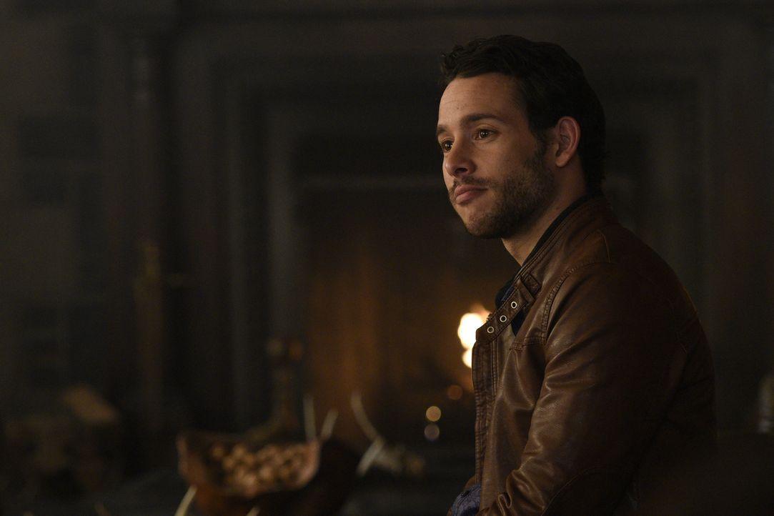 Eduardo Escbado (Mishka Thébaud) stellt Jeremy vor eine schwierige Aufgabe ... - Bildquelle: 2015 She-Wolf Season 2 Productions Inc.