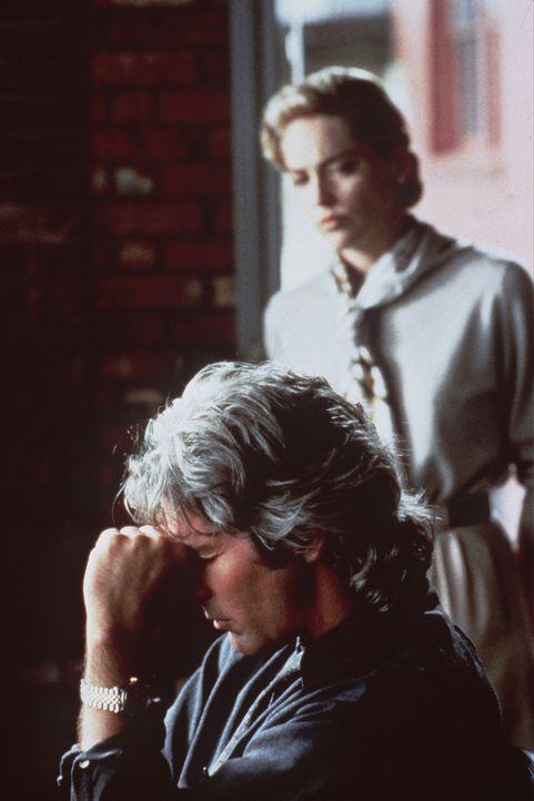 Vincent (Richard Gere,l.) weiß nicht mehr ein noch aus: Soll er bei seiner liebenden Familie, Sally (Sharon Stone, r.) und seiner Tochter Meaghan, u... - Bildquelle: Paramount Pictures