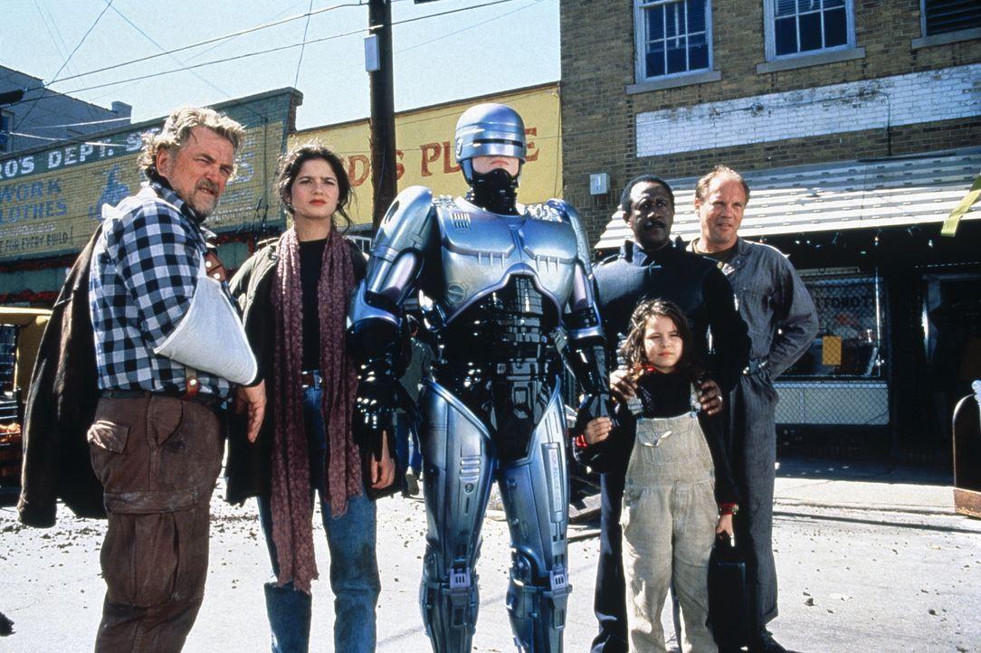 Gemeinsam sind sie stark (v.l.n.r.): Zack (Stanley Anderson), Dr. Marie Lazarus (Jillian Hennessy), RoboCop (Robert John Burke), Nikko (Remy Ryan),... - Bildquelle: Columbia TriStar Film