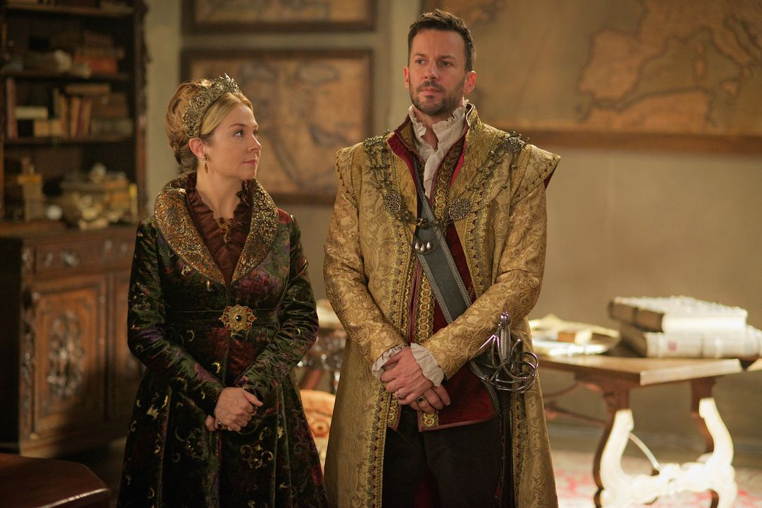 Catherine (Megan Follows, l.) steht Mary bei einer wichtigen Entscheidung zur Seite. Unterdessen eröffnet Narcisse (Craig Parker, r.) Prinzessin Cla... - Bildquelle: Sven Frenzel 2015 The CW Network, LLC. All rights reserved.