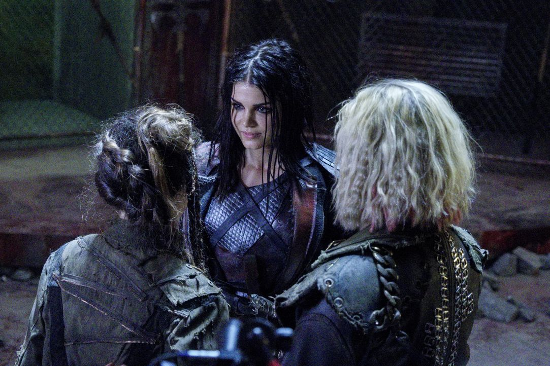 (v.l.n.r.) Octavia (Marie Avgeropoulos); Clarke (Eliza Taylor) - Bildquelle: Michael Courtney 2018 The CW Network, LLC. All Rights Reserved./Michael Courtney