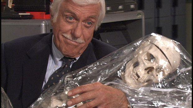 Dr. Mark Sloan (Dick Van Dyke) muss sich diesmal mit Geistern auseinander set...