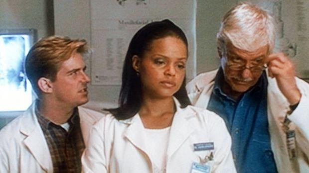 Jesse (Charlie Schlatter, l.), Amanda (Victoria Rowell, M.) und Mark (Dick Va...