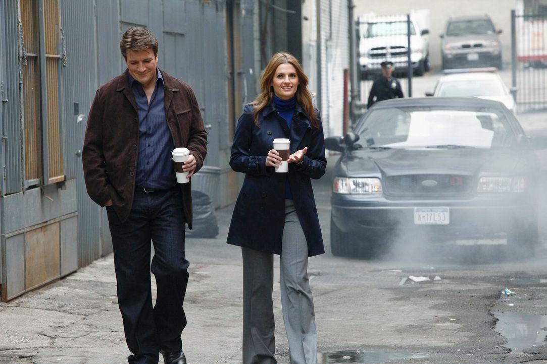Die Spannungen zwischen Richard Castle (Nathan Fillion, l.) und Kate Beckett (Stana Katic, r.) scheinen sich wieder etwas zu lösen ... - Bildquelle: 2012 American Broadcasting Companies, Inc. All rights reserved.