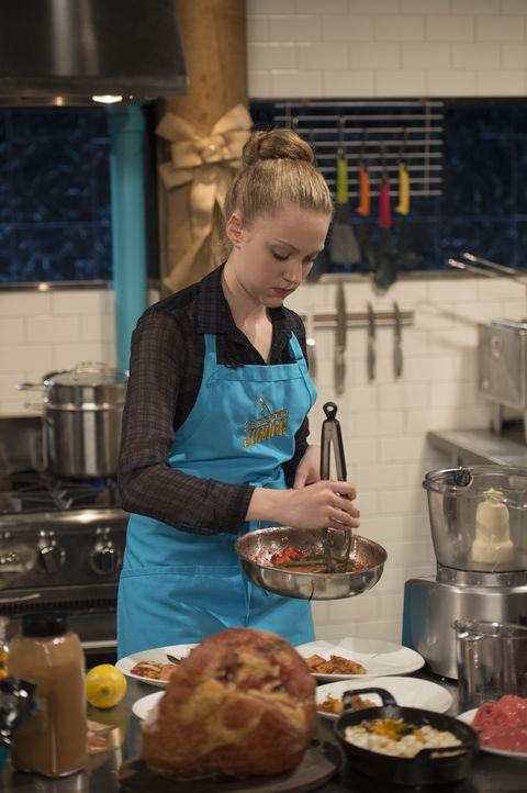 Für Kara gibt es keinen schöneren Ort als die Küche: Reicht ihr Kochtalent aus, um die strenge aber liebevolle Jury in drei Gängen zu überzeugen? - Bildquelle: Scott Gries 2015, Television Food Network, G.P. All Rights Reserved