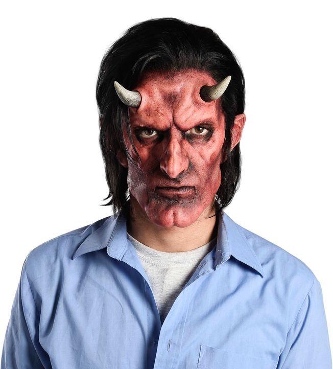 Christian, der gehörnte Teufel - Bildquelle: sixx / Andre Kowlaski