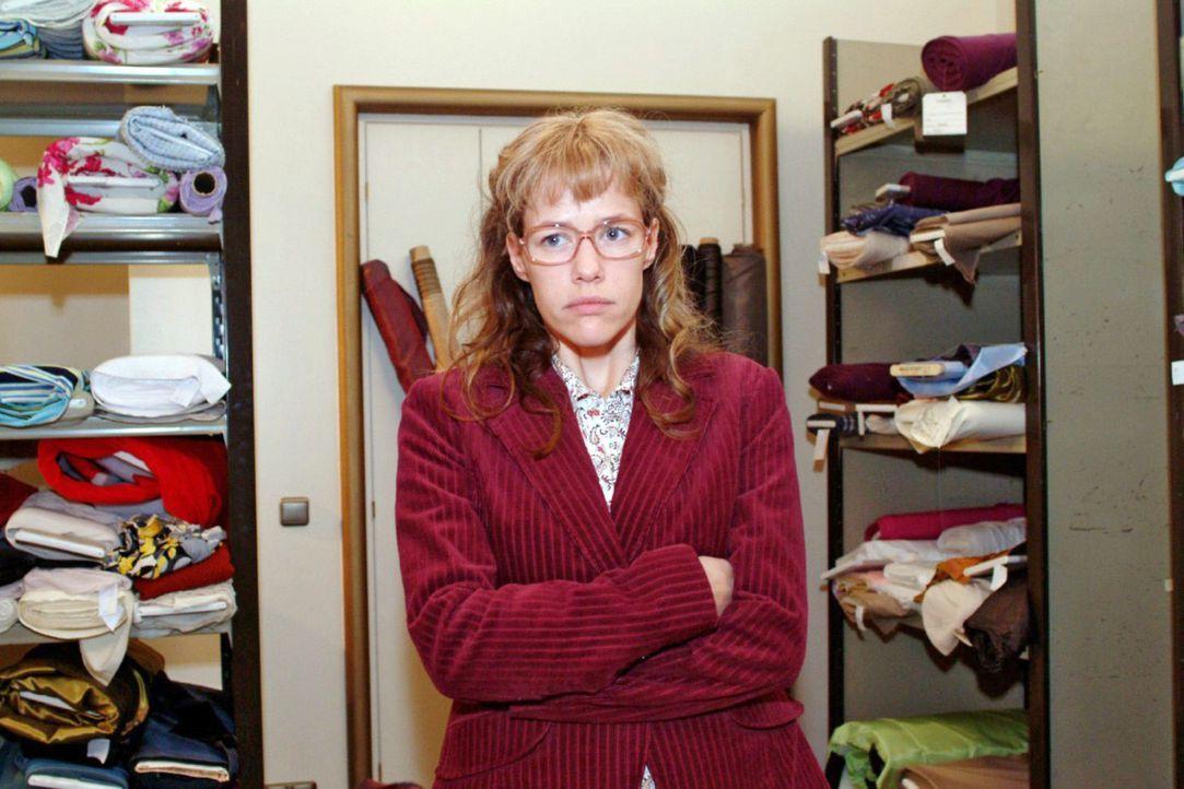 Lisa (Alexandra Neldel) ist frustriert, dass David sie für den Einkauf der Billigstoffe vor den anderen verantwortlich macht. (Dieses Foto von Alex... - Bildquelle: Sat.1