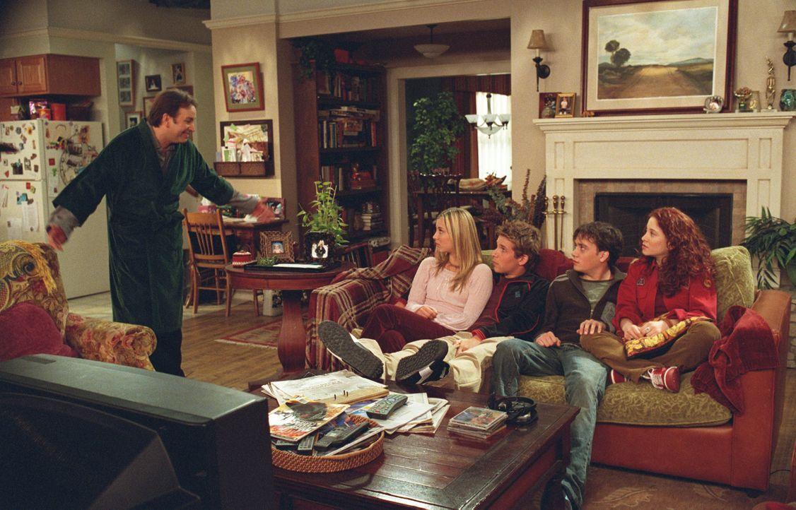 Schonend versucht Paul (John Ritter, l.) Bridget (Kaley Cuoco, 2.v.l.), Kyle (Billy Aaron Brown, M.), Jason (Brian Sites, 2.v.r.) und Kerry (Amy Dav... - Bildquelle: ABC, Inc.