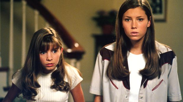 Wenn es darauf ankommt, halten die beiden Geschwister Mary (Jessica Biel, r.)...
