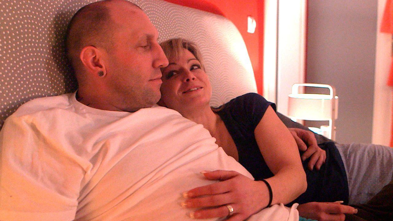 Haben mit ihren Kindern, alle Hände voll zu tun: Michael (l.) und Christina (r.) ... - Bildquelle: SAT.1