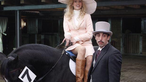 Sie (Judith Richter, l.) hat seinen (Alexander Schubert, r.) Tipp, beim Pferd...