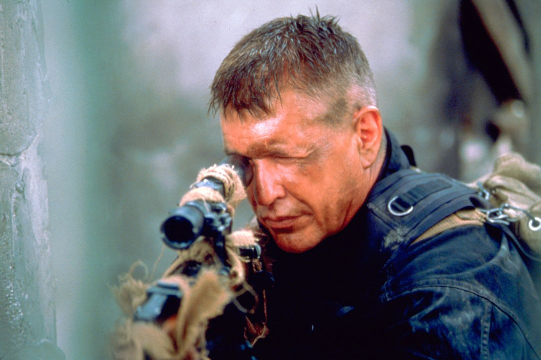 Im Kugelhagel: Sergeant Thomas Beckett (Tom Berenger) ... - Bildquelle: Columbia Pictures Corporation