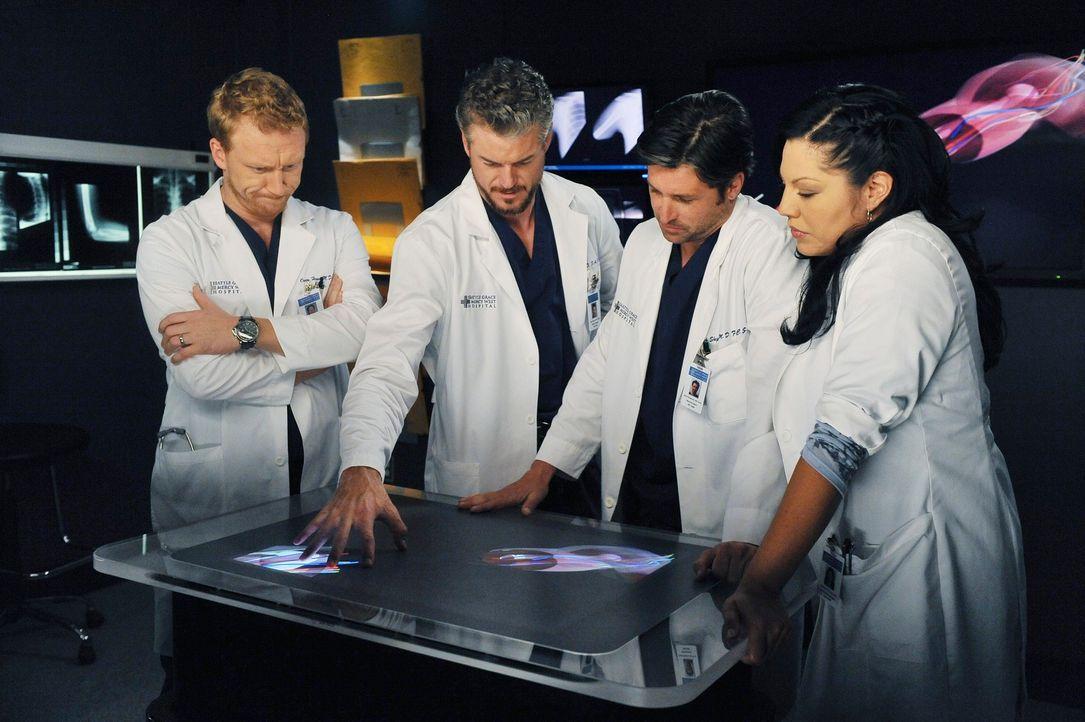 Die Kameras folgen Mark (Eric Dane, 2.v.l.), Callie (Sara Ramirez, r.), Derek (Patrick Dempsey, 2.v.r.) und Owen (Kevin McKidd, l.) die eine seltene... - Bildquelle: ABC Studios