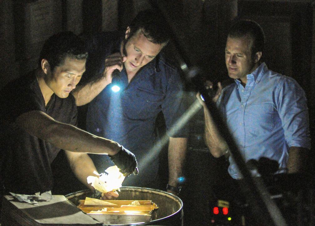 Das Team, Kelly (Daniel Dae Kim, l.), Williams (Scott Caan, r.) und McGarrett (Alex O'Loughlin, M.), wühlen in den Spuren des zweiten Weltkrieges. S... - Bildquelle: 2013 CBS BROADCASTING INC. All Rights Reserved.