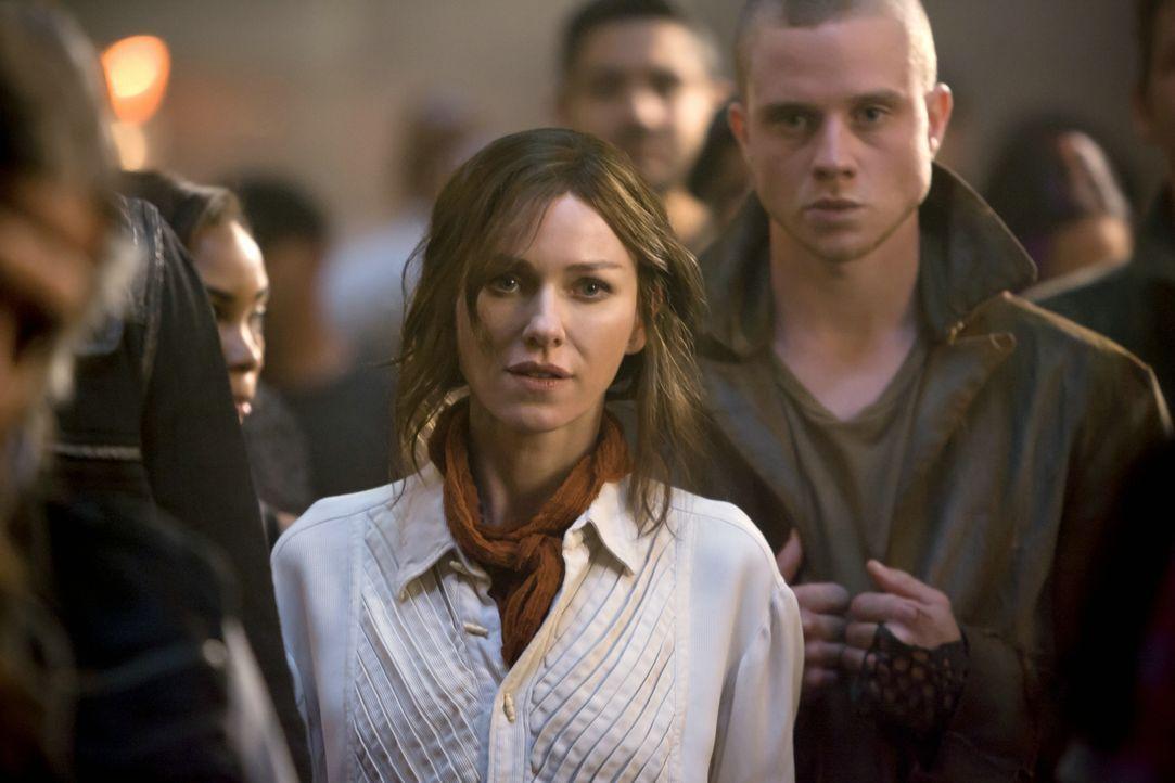 Evelyn (Naomi Watts), die Mutter von Four (Theo James) ist zurück! Aber was hat sie vor? - Bildquelle: 2014 Concorde Filmverleih GmbH