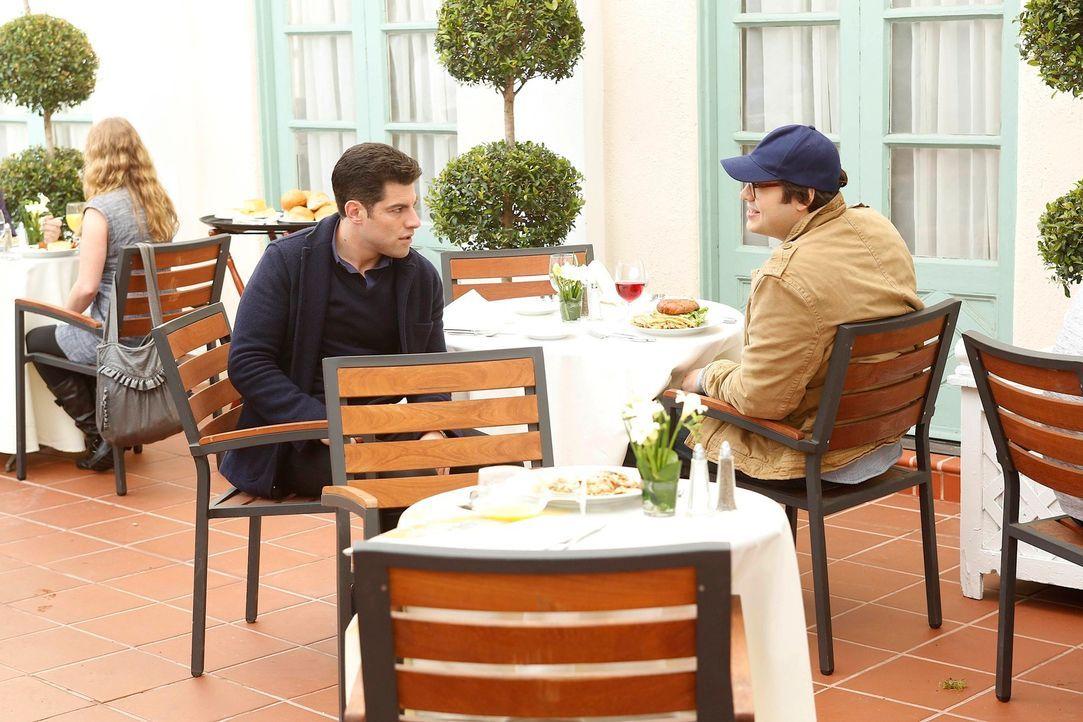 Schmidt (Max Greenfield, l.) versucht, Cece zurückzugewinnen und trifft dabei auf Robby (Nelson Franklin, r.), der dasselbe Ziel verfolgt. Die beide... - Bildquelle: 2012 Twentieth Century Fox Film Corporation. All rights reserved.