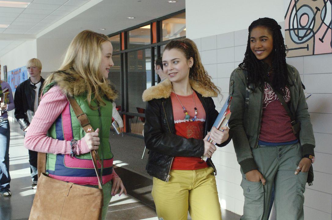 Noch ahnen Jamie (Kay Panabaker, l.) und ihre Freundinnen Harmony (Alexandra Krosney, M.) und Lindsay (Marquise C. Brown, l.) nicht, dass unter ihne... - Bildquelle: Buena Vista International Television