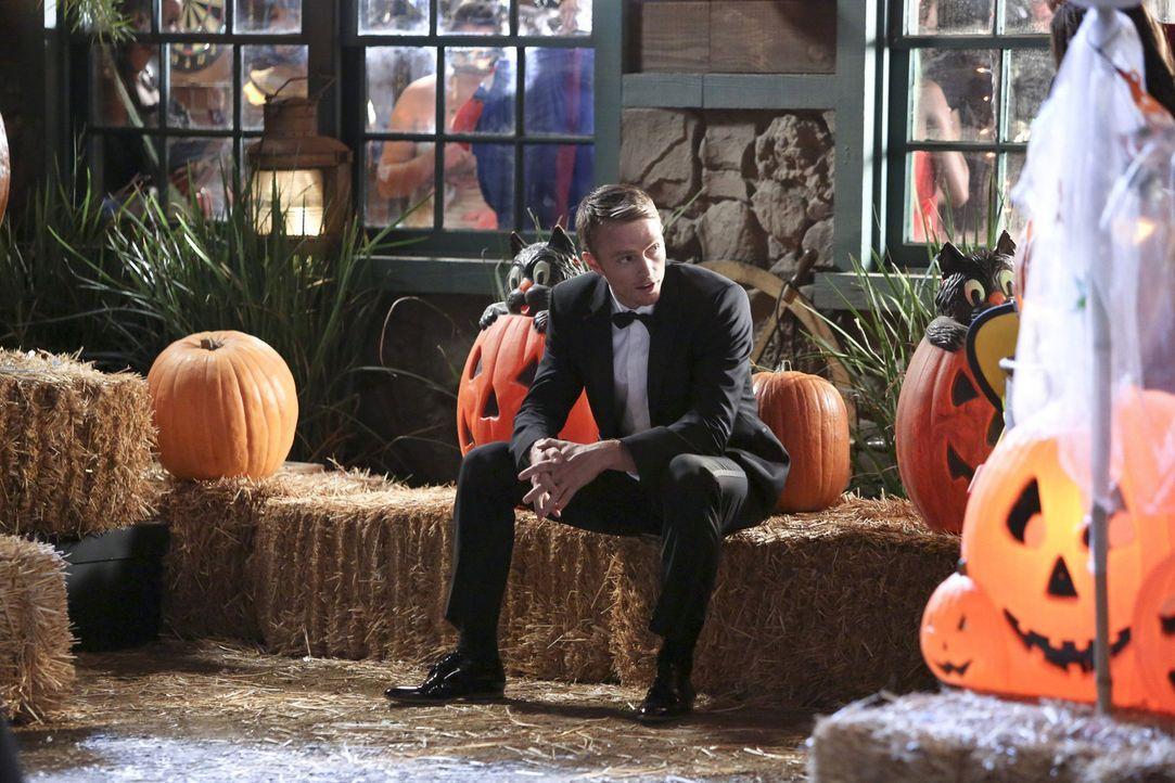 Die Versuchung an Halloween ist größer als Wade (Wilson Bethel) erwartet hatte. Dass Zoe sich mit George rumtreibt ist da nicht gerade hilfreich ... - Bildquelle: Warner Bros.