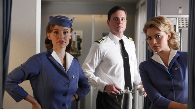 Der Flug mit dem Ersatzpiloten Dennis stellt nicht nur Kate (Kelli Garner, l....
