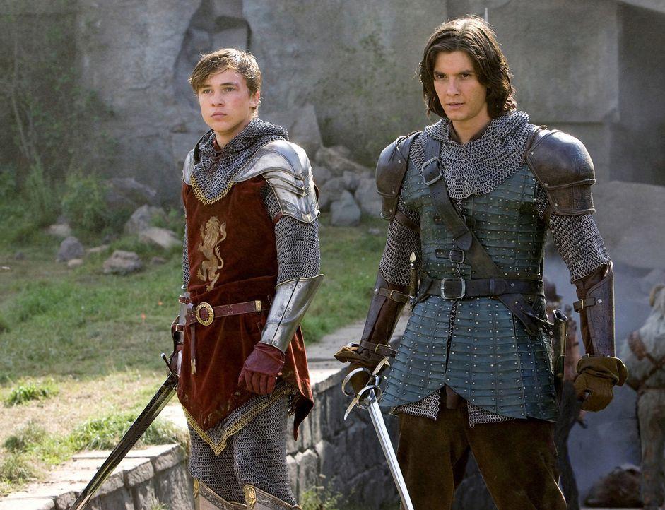 Müssen Narnia von der Tyrannei befreien: Prinz Kaspian (Ben Barnes, r.) und Peter (William Moseley, l.) ... - Bildquelle: Disney - ABC - ESPN Television